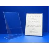 Porta precio o marcadores en metacrilato transparente para escaparate o sobre mesa.